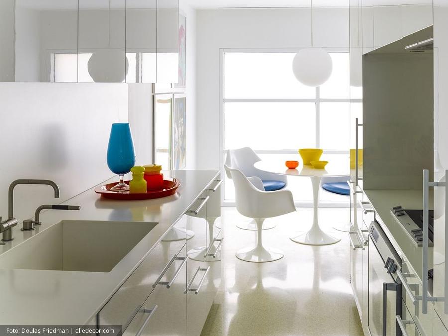 Decoração de cozinha minimalista e colorida