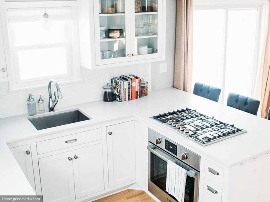 Decoração de cozinha branca pequena