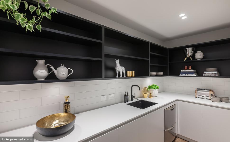 Decoração de cozinha branca e preta